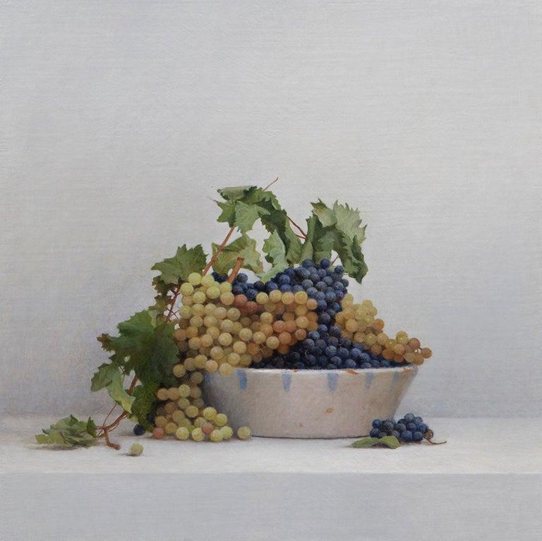 Guillermo Muñoz Vera Still-Life Painting - White and Black Grapes
