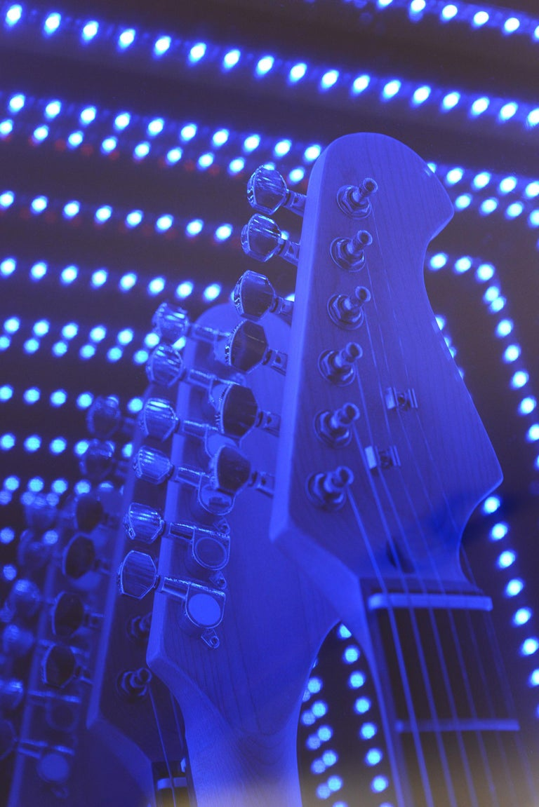 Guitar Infiny Wall Decoration Mirror with Led Lights In New Condition For Sale In Paris, FR