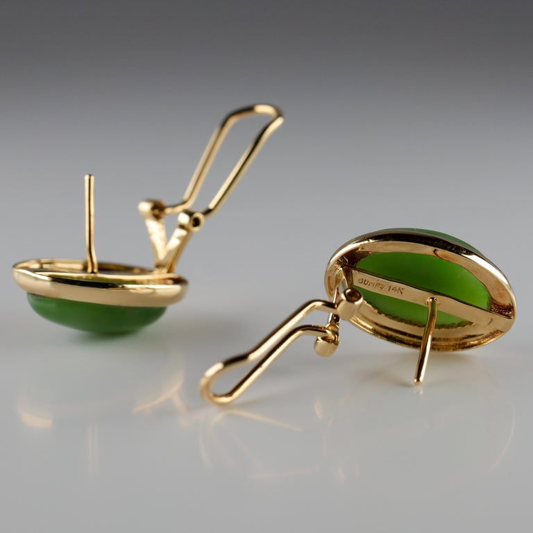 Gump's Jade Earrings in Gold, circa 1990s In Excellent Condition For Sale In Southbury, CT