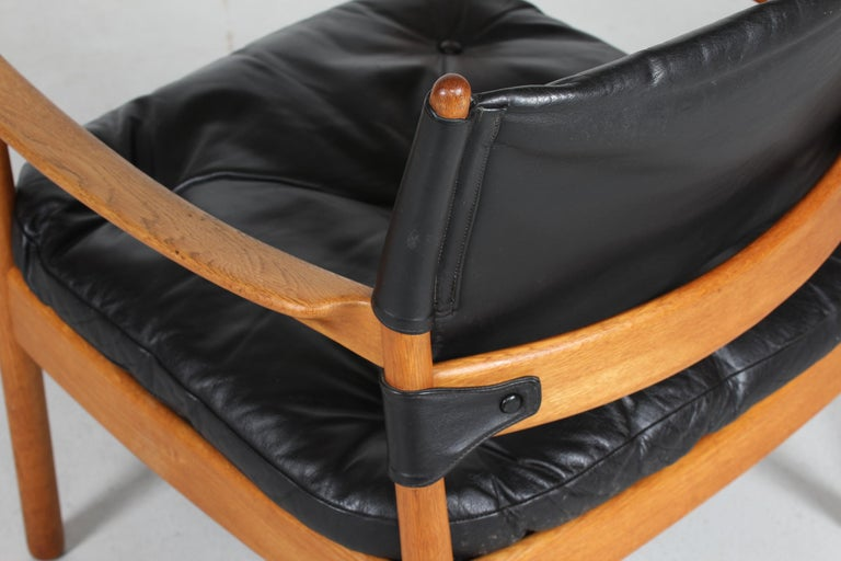20th Century Gunnar Myrstrand Easy Chair of Oak and Black Leather by Källemo, Sweden