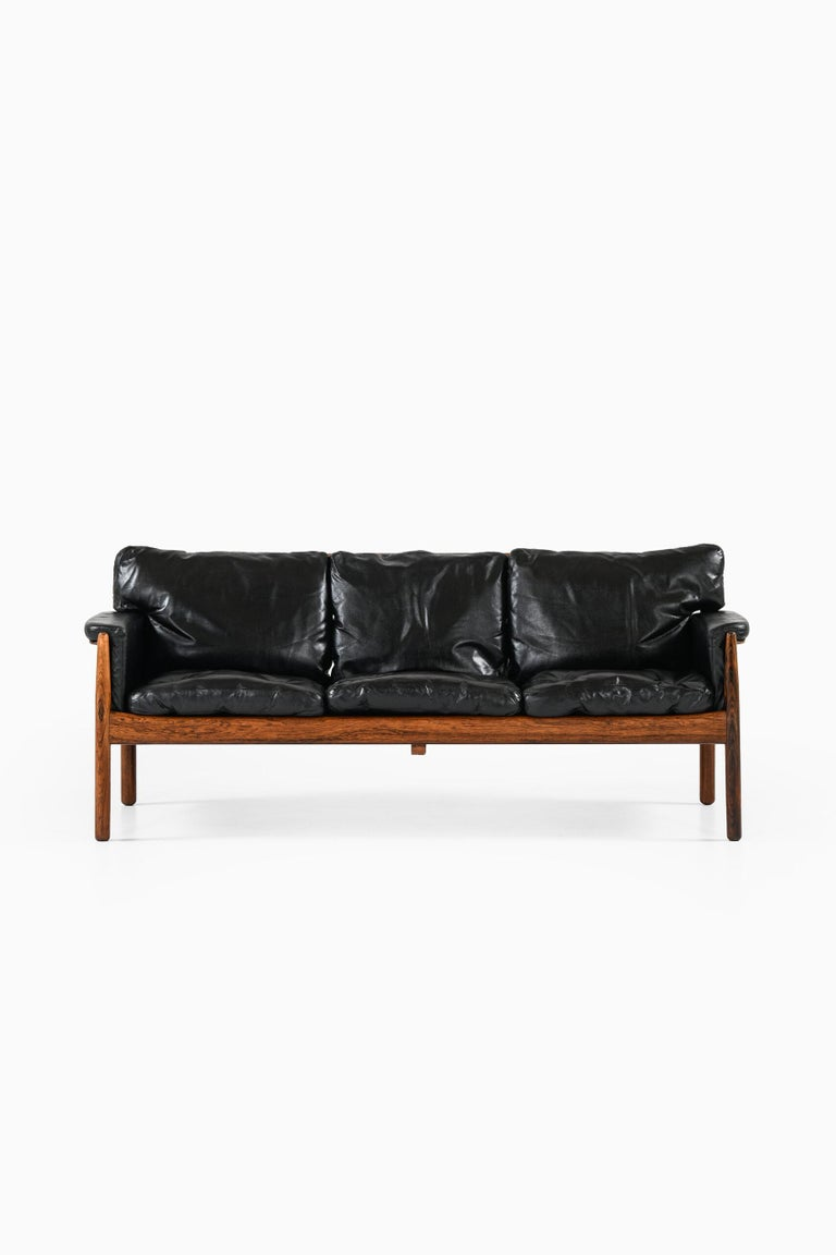 Gunnar Myrstrand Sofa Produced by Källemo in Sweden For Sale 3