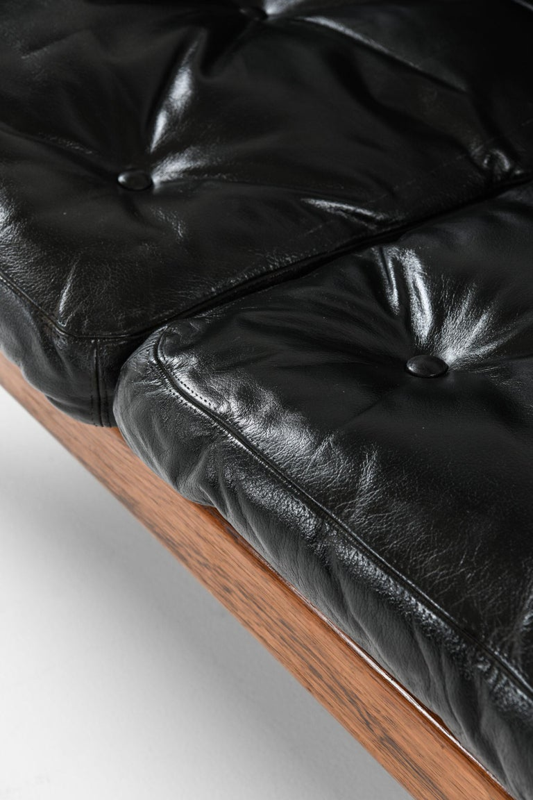 Scandinavian Modern Gunnar Myrstrand Sofa Produced by Källemo in Sweden For Sale