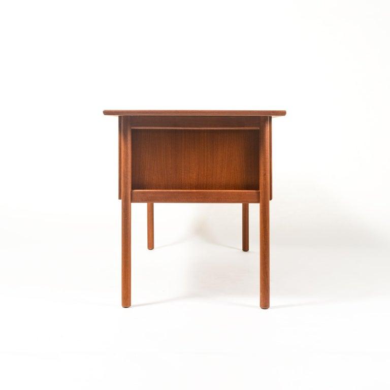 Mid-Century Modern Gunnar Nielsen Tibergaard Teak Free Standing Executive Desk with 6 Drawers For Sale