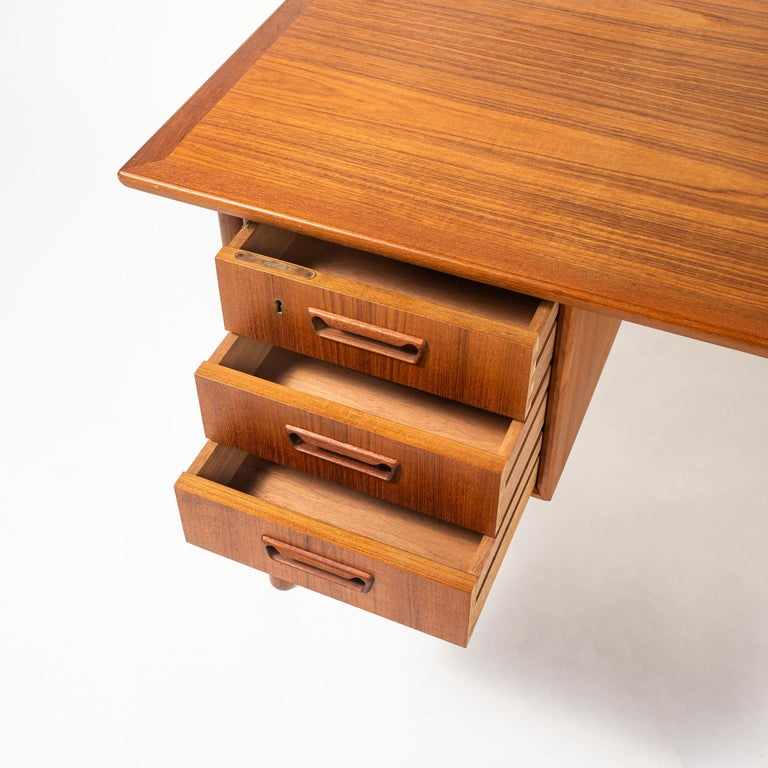 Gunnar Nielsen Tibergaard Teak Free Standing Executive Desk with 6 Drawers In Good Condition For Sale In Seattle, WA