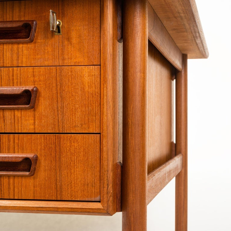 Mid-20th Century Gunnar Nielsen Tibergaard Teak Free Standing Executive Desk with 6 Drawers For Sale