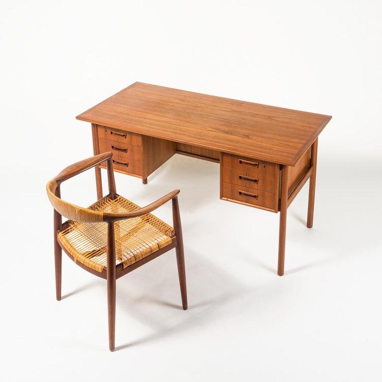 Gunnar Nielsen Tibergaard Teak Free Standing Executive Desk with 6 Drawers For Sale 1