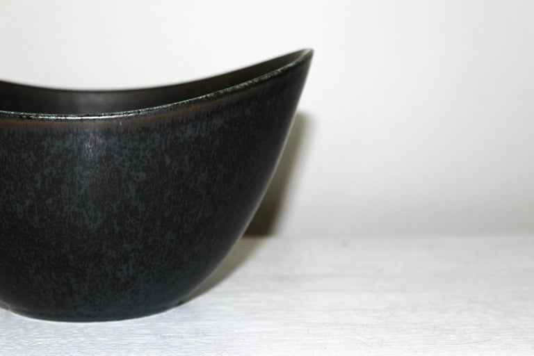 Large ceramic bowl by Swedish designer Gunnar Nylund for Rörstrand. The bowl is in very good vintage condition with a nice hare fur glaze. Marked Rörstrand, Sweden, Gunnar Nylund, AXK.  Very good condition.