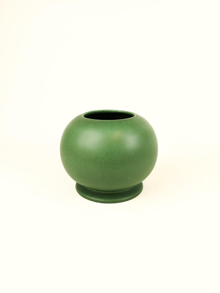 Rare vase created by Rörstrand Sweden in the 1930s and designed by Gunnar Nylund.   Very good condition, some minor scratches.  Measures: D 19 cm, H 14 cm.