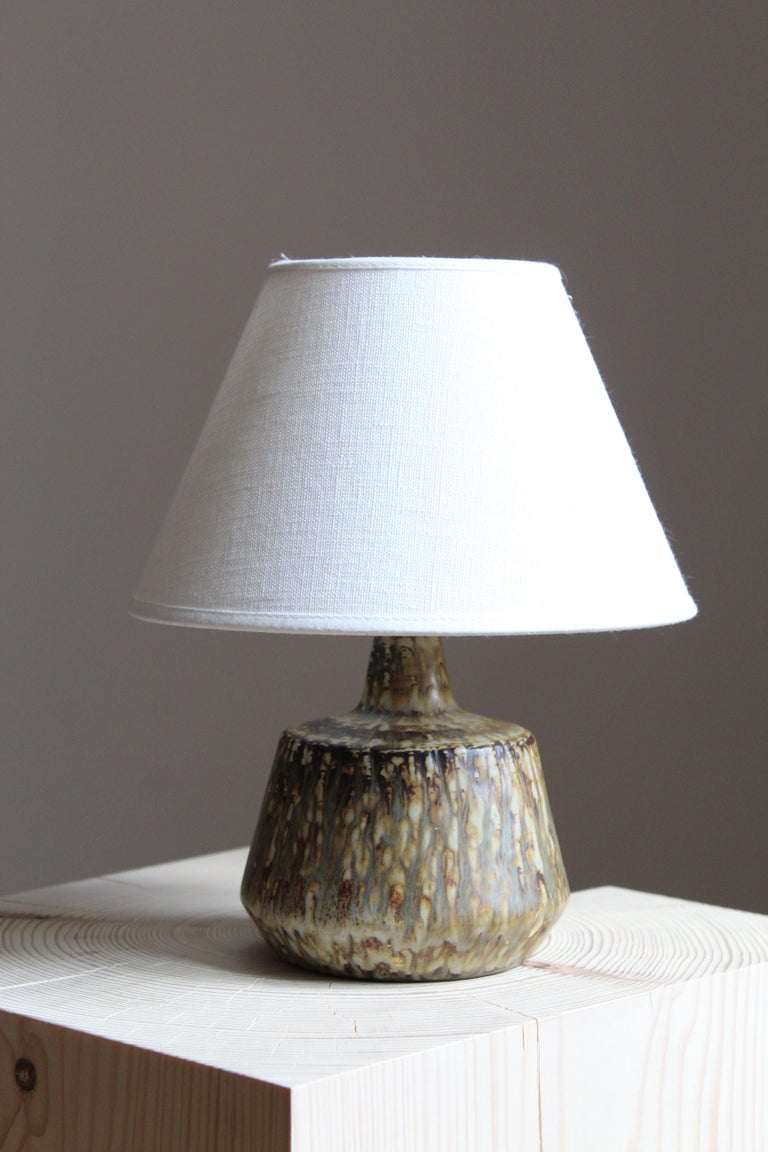 A table lamp produced by Rörstrand, Sweden, 1950s. Designed and signed by Gunnar Nylund, (Swedish, 1914-1997).  Nylund served as artistic director at Rörstrand, where he worked, 1931-1955. Prior to his work at Rörstrand he was a well-established