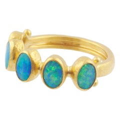 Gurhan 22-24 Karat Hammered Yellow Gold Australian Opal Band Ring