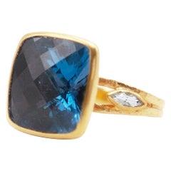 GURHAN 22-24 Karat Hammered Yellow Gold Faceted Blue Topaz Cocktail Ring