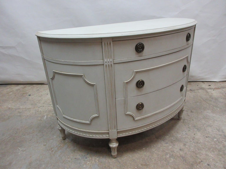 Gustavian Barrel Front Chest In Good Condition For Sale In Hollywood, FL