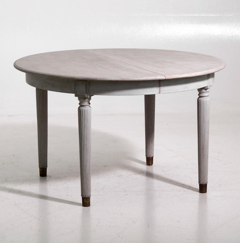 Gustavian extension table with three leaves, with mounted bronze feet and fine carvings on the legs, 20th century.