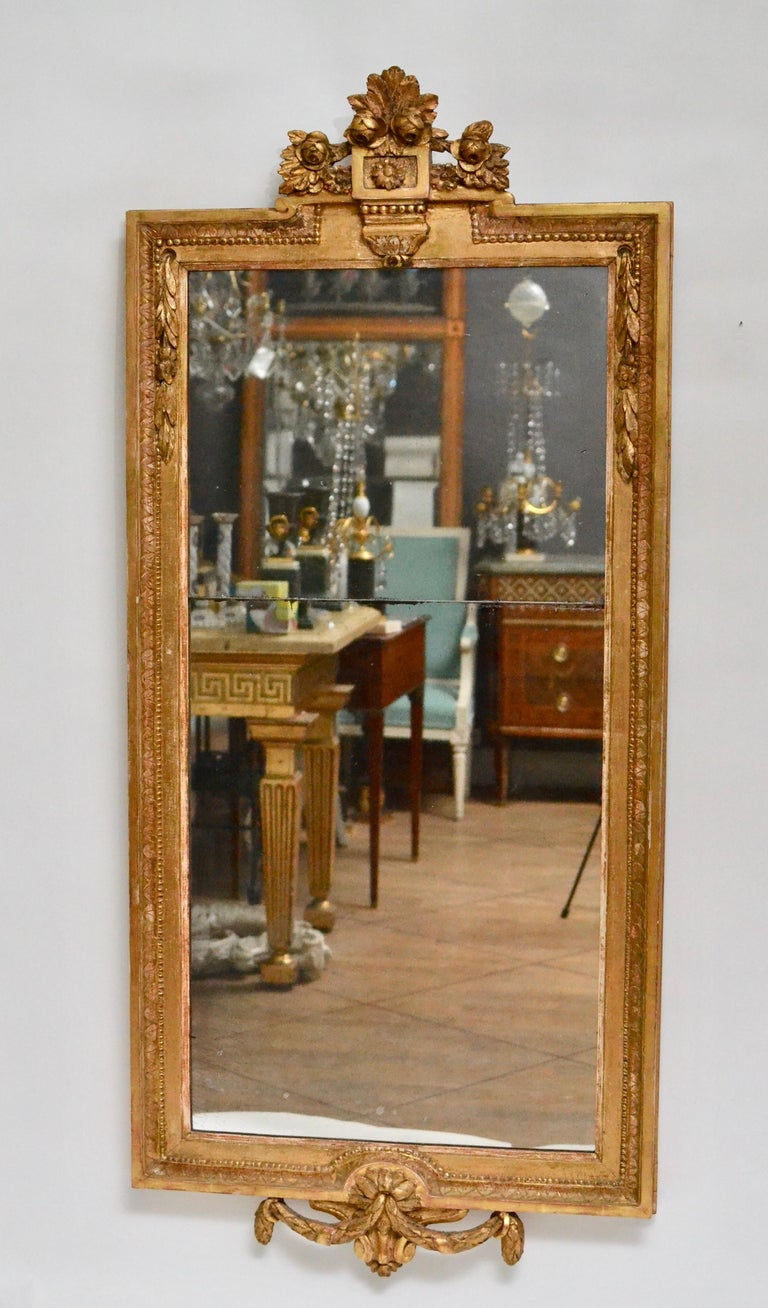 Gustavian carved giltwood mirror made in Stockholm circa 1780. Attributed to Johan Åkerblad, (master 1758-1799).