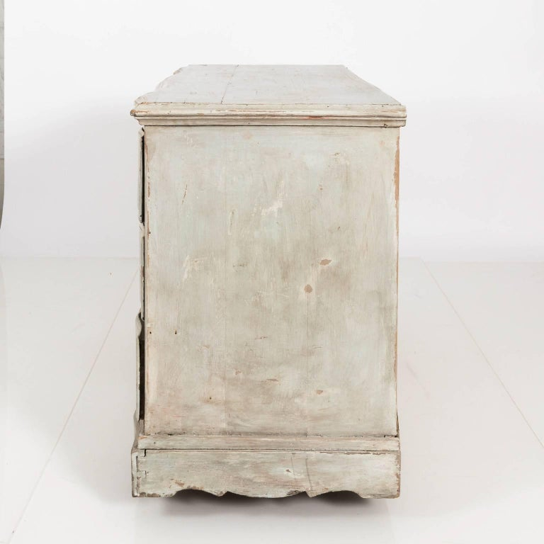 Gustavian Serpentine Chest of Drawers For Sale 5