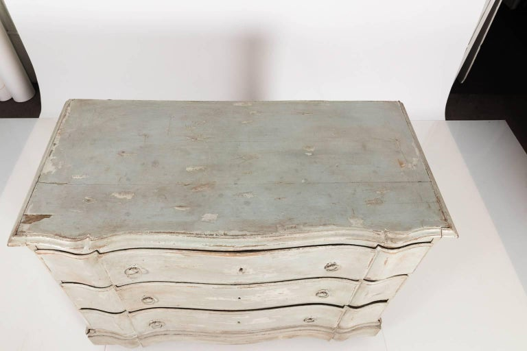 Gustavian Serpentine Chest of Drawers For Sale 11