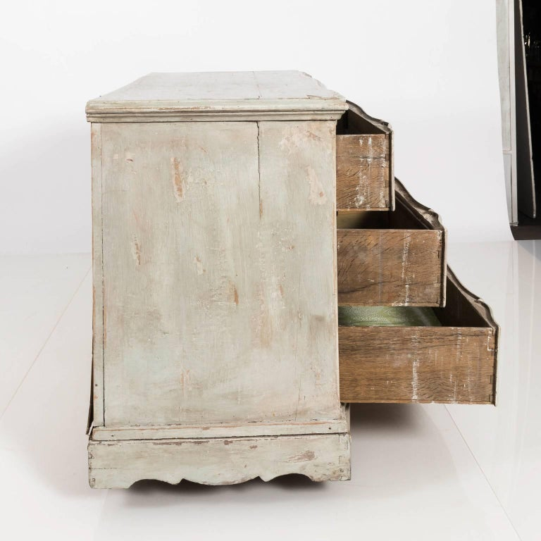 20th Century Gustavian Serpentine Chest of Drawers For Sale