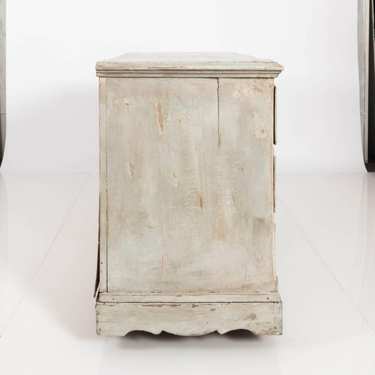 Gustavian Serpentine Chest of Drawers For Sale 1