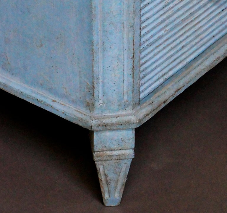 Gustavian Style Chest of Drawers in Blue Paint For Sale 1