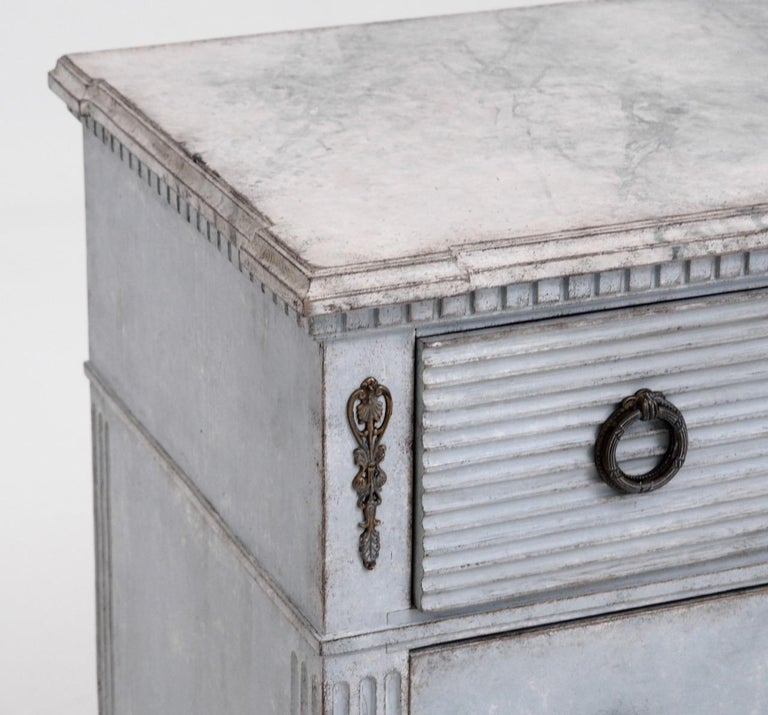 Gustavian Style Chest with Carvings, 19th Century In Good Condition For Sale In Aalsgaarde, DK
