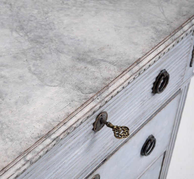 Gustavian Style Chest with Carvings, 19th Century For Sale 1
