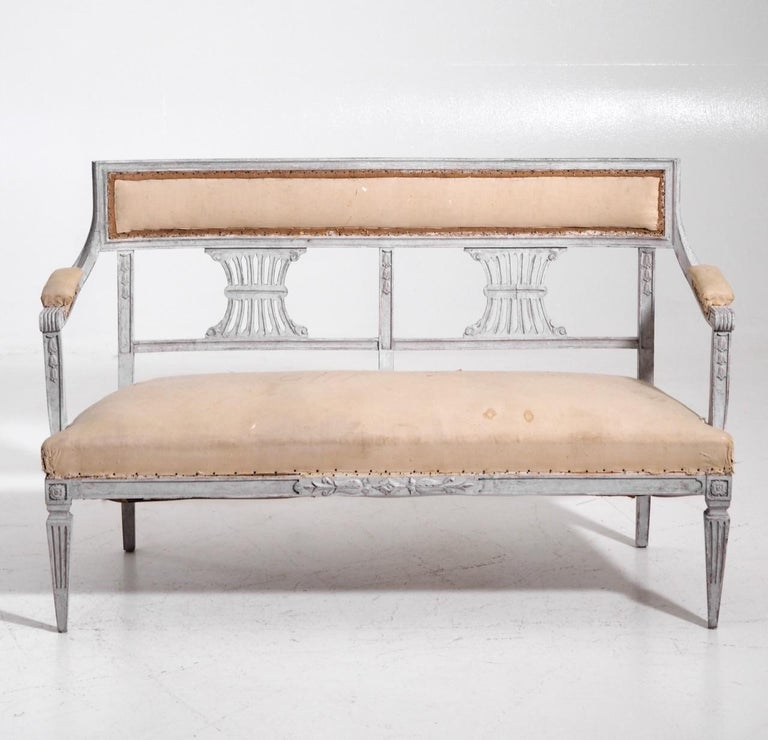 Charming two-seat Gustavian style freestanding bench with beautiful decorations, late 19th Century