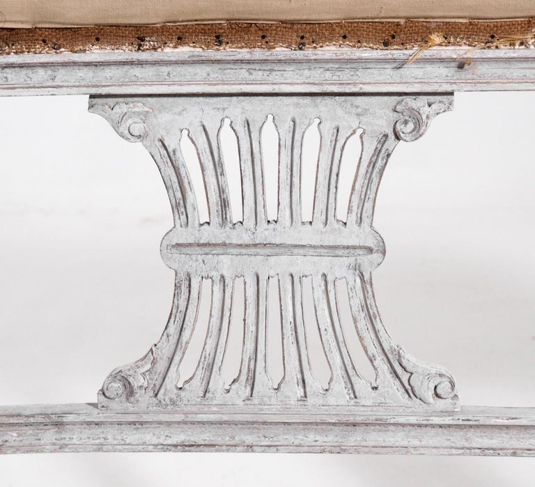 Gustavian style freestanding bench, 19th C. In Good Condition For Sale In Aalsgaarde, DK