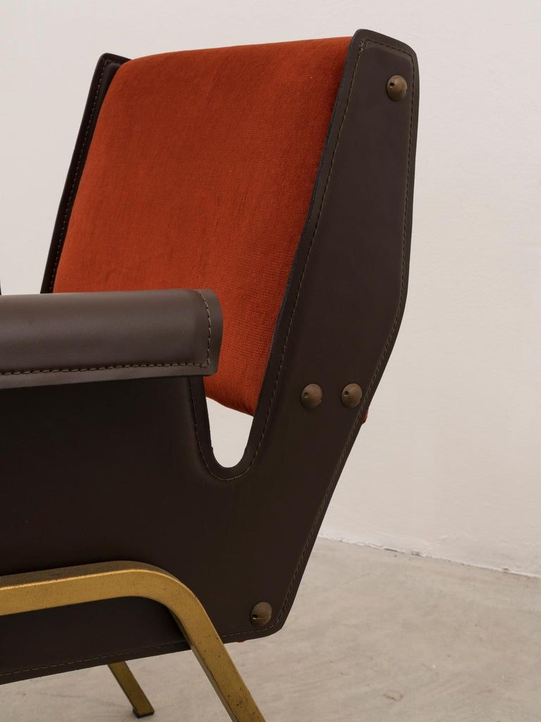 Gustavo Pulitzer Pair of Velvet and Leather Albenga Armchairs for Arflex, 1955 In Good Condition For Sale In Milan, Italy