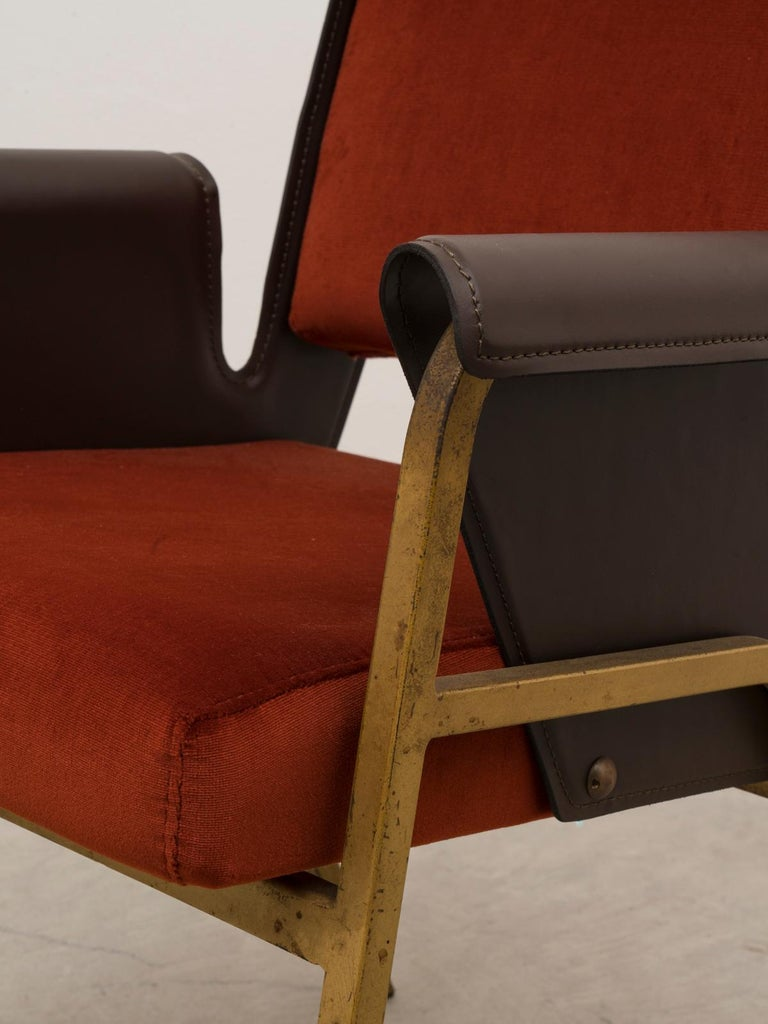 Gustavo Pulitzer Pair of Velvet and Leather Albenga Armchairs for Arflex, 1955 For Sale 1
