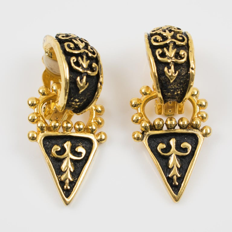 Guy Laroche Dangle Black Enamel Clip Earrings In Excellent Condition For Sale In Atlanta, GA