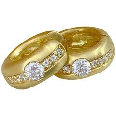 H. Stern 0.64 Carat Diamond Huggie Hoop Earrings in Brushed 18 Karat Yellow Gold