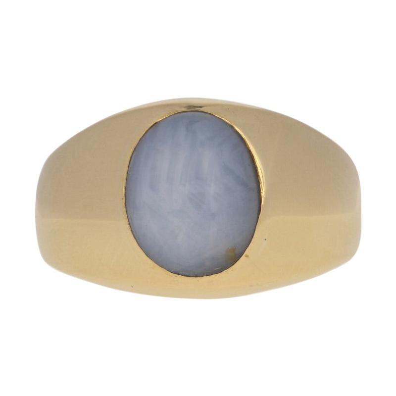 H. Stern 12.40 Carat Oval Cabochon Cut Star Sapphire Ring, 18 Karat Gold Signet