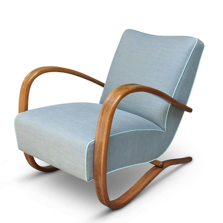 This iconic 1930s design by architect Jindrich Halabala, finely restored using the century-old upholstery technique