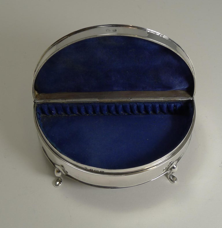 Half Moon English Sterling Silver Jewelry or Ring Box, 1921 For Sale 2