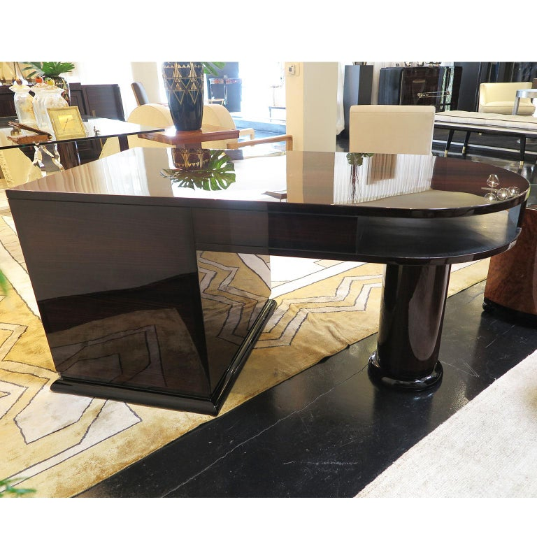 Half Rounded Art Deco Desk in Macassar In Good Condition For Sale In Los Angeles, CA