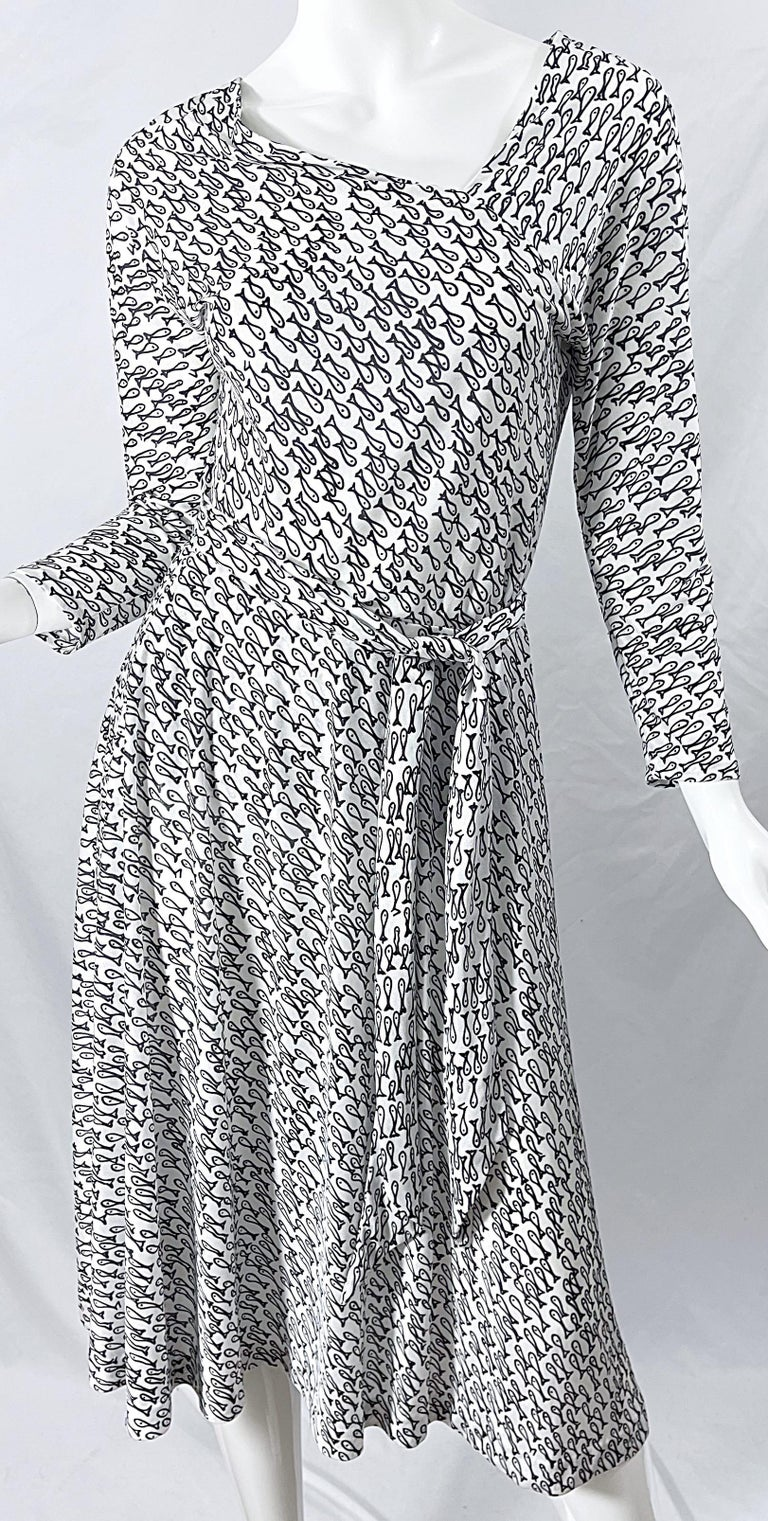 Halston IV 1970s Rare Novelty Fish Print Black and White Vintage 70s Ensemble In Excellent Condition For Sale In Chicago, IL