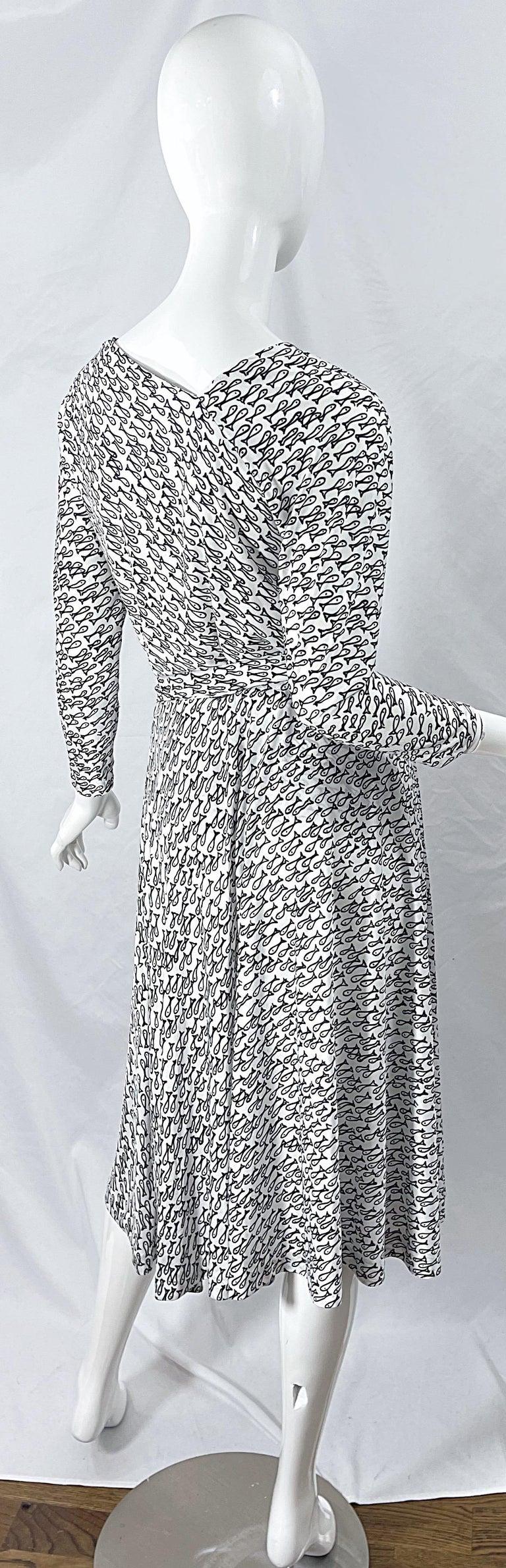 Women's Halston IV 1970s Rare Novelty Fish Print Black and White Vintage 70s Ensemble For Sale
