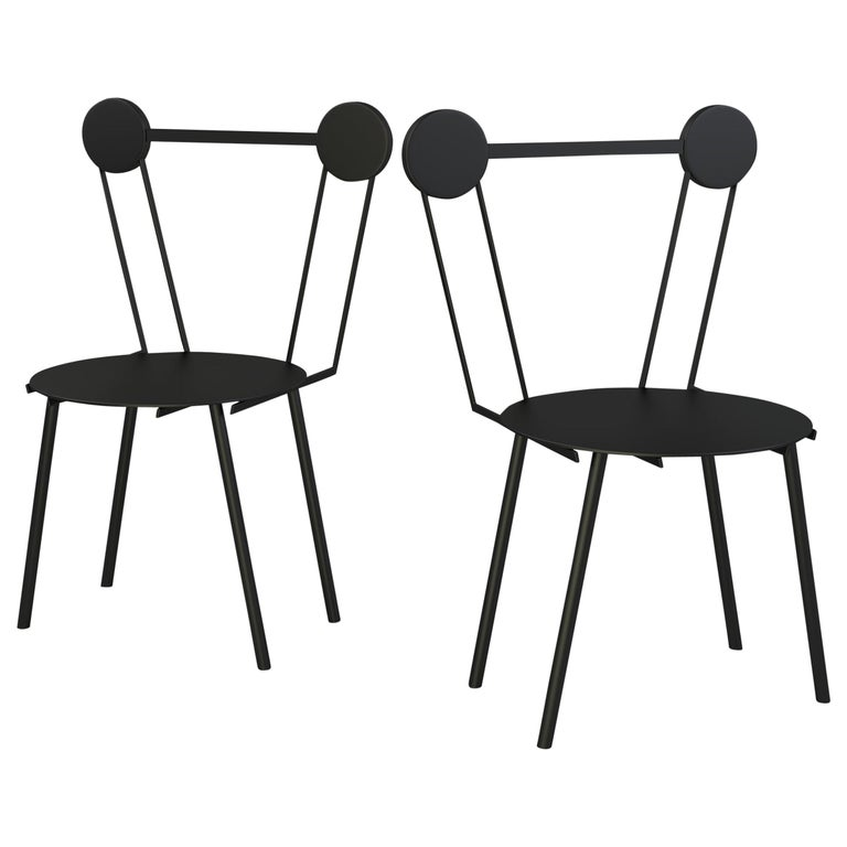 Haly chair was designed by connecting the various ways of processing techniques of metal with a research on aluminum surfaces treatment and finishing. Standing in contrast to the hardiness of metal, circular shapes and soft lines join to create a