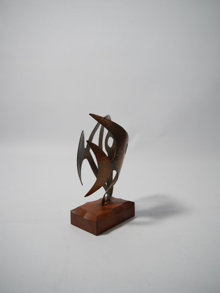 Hammered Copper Fish Sculpture on Teak Base, Sweden, 1970s In Good Condition For Sale In Barcelona, ES