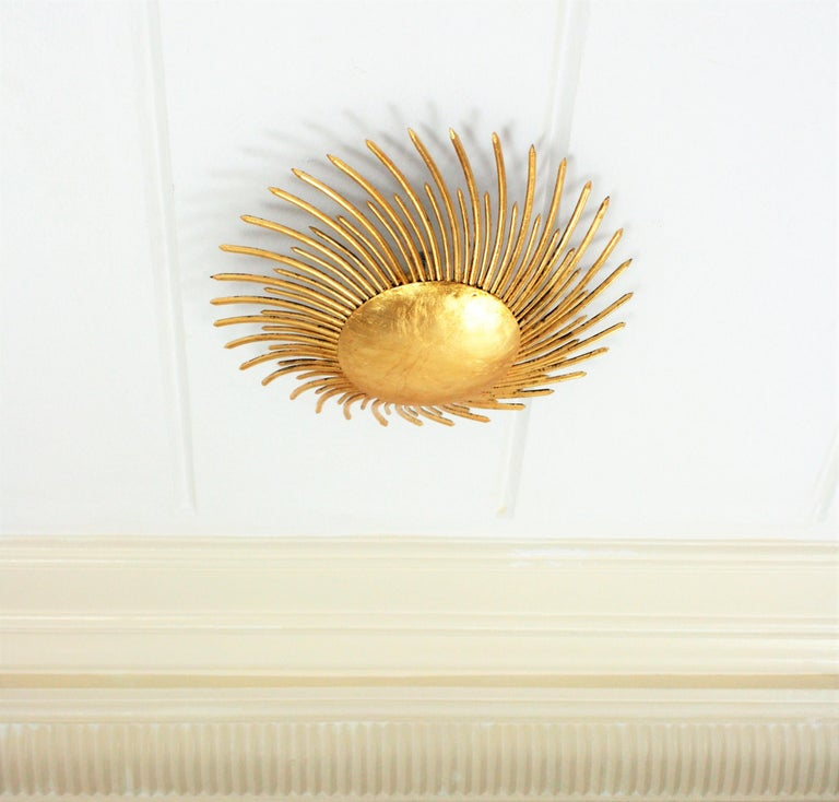 Hammered Gilt Iron Tornado Sunburst Wall or Ceiling Light Fixture, France 1940s In Excellent Condition For Sale In Barcelona, ES