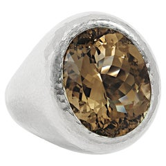 Hammered Gold Ring in 18 Carat Hammered White Gold, 1 Smoky Quartz 13.01 Carat