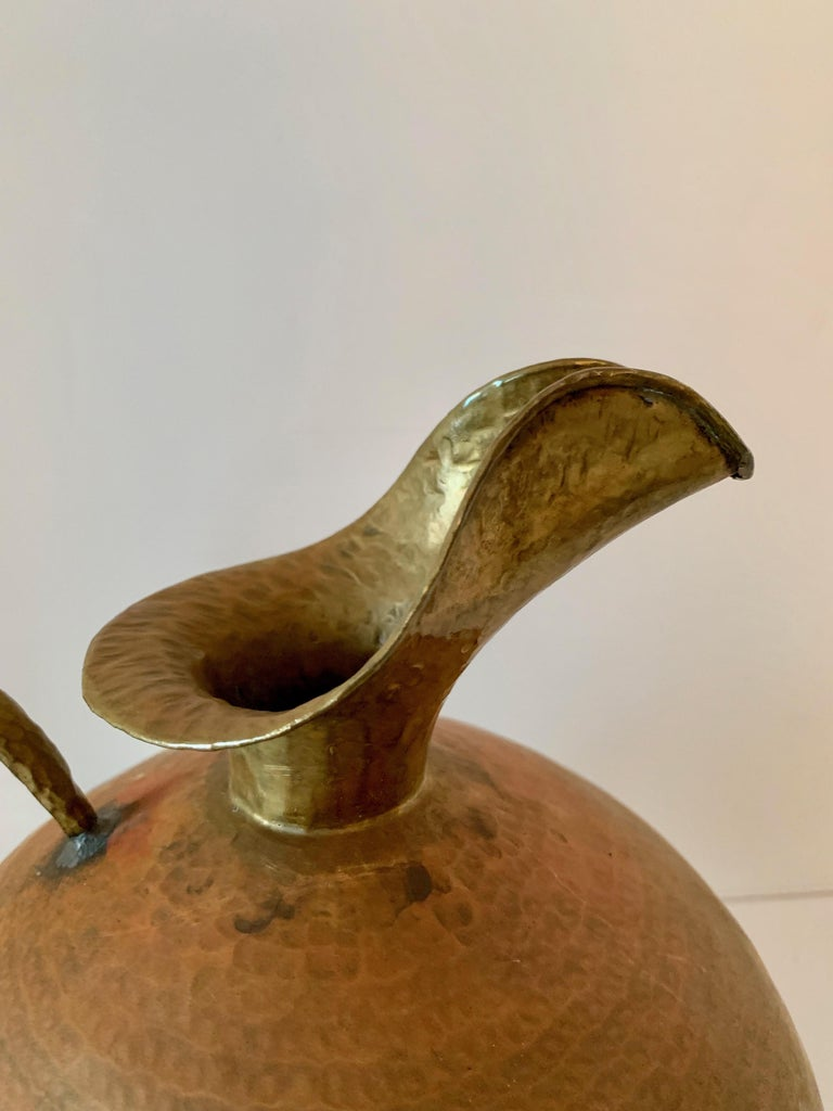 Hammered Italian Brass Urn Pitcher Signed Egidio Casagrande For Sale 5