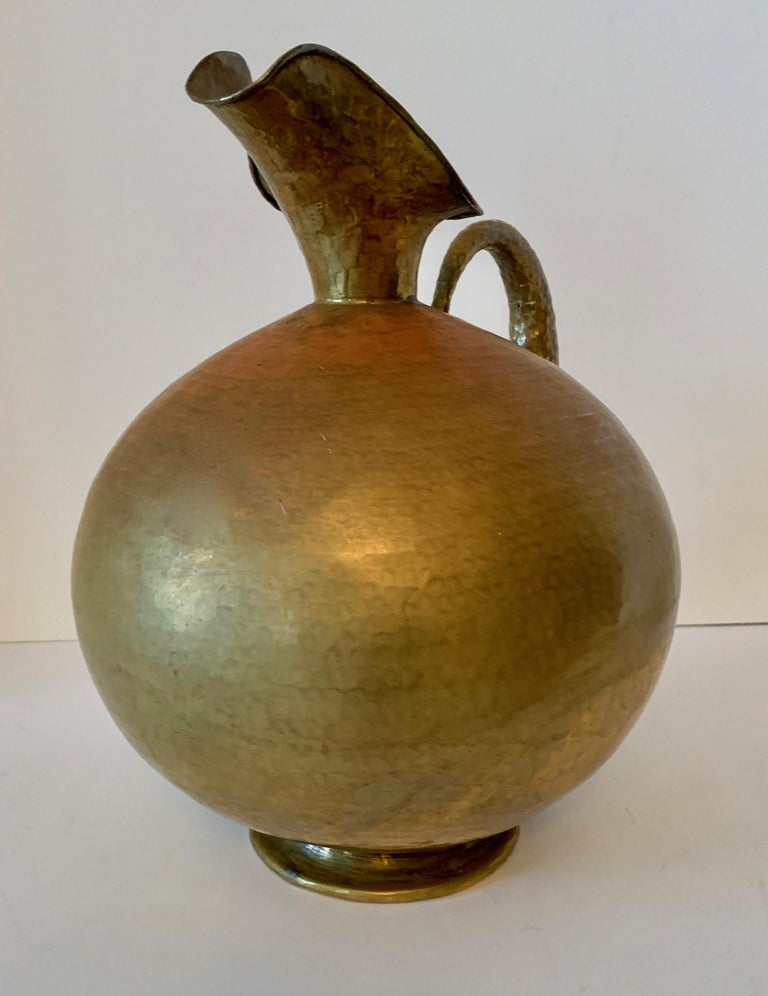 Mid-Century Modern Hammered Italian Brass Urn Pitcher Signed Egidio Casagrande For Sale
