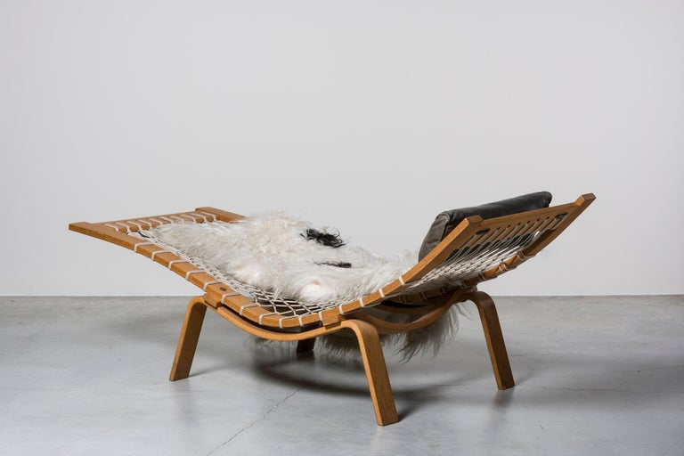 Mid-Century Modern Hammock Chaise Longue by Hans Wegner For Sale