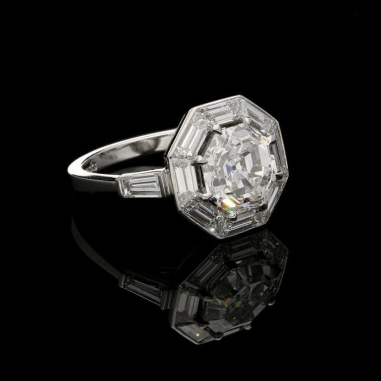 Hancocks 3.02Ct Octagonal Step-Cut Diamond Ring with Geometric Diamond Surround In Good Condition For Sale In London, GB