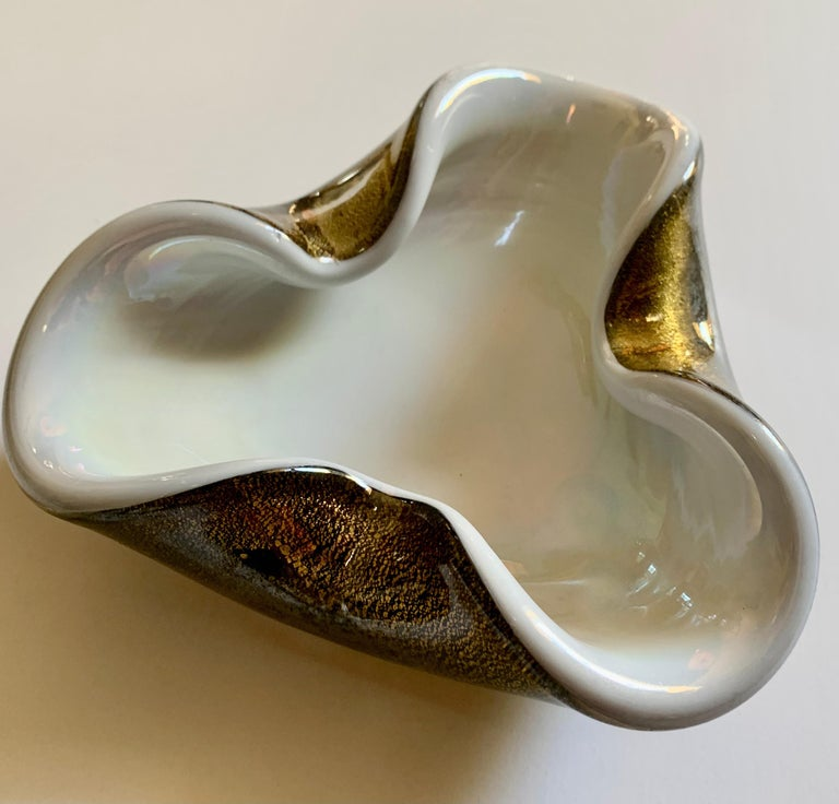 Hand Blown Italian Murano Glass Bowl with Gold Flecks In Good Condition For Sale In Los Angeles, CA