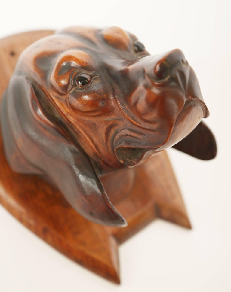 Hand-Carved Dog's Head Riding Crop Holder In Good Condition For Sale In West Palm Beach, FL