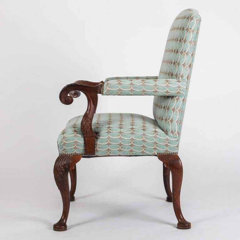 Hand-Carved Hand Carved English Georgian Style Armchair in Kravet Fabric, Late 19th Century For Sale
