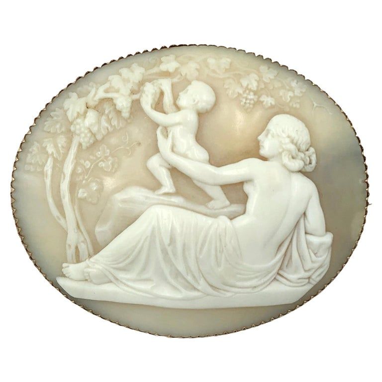 Hand Carved Fine Victorian Cameo in 14 Karat Gold For Sale