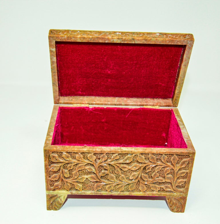 Hand-Carved Stone Jewelry Box Rajasthan, India For Sale 6